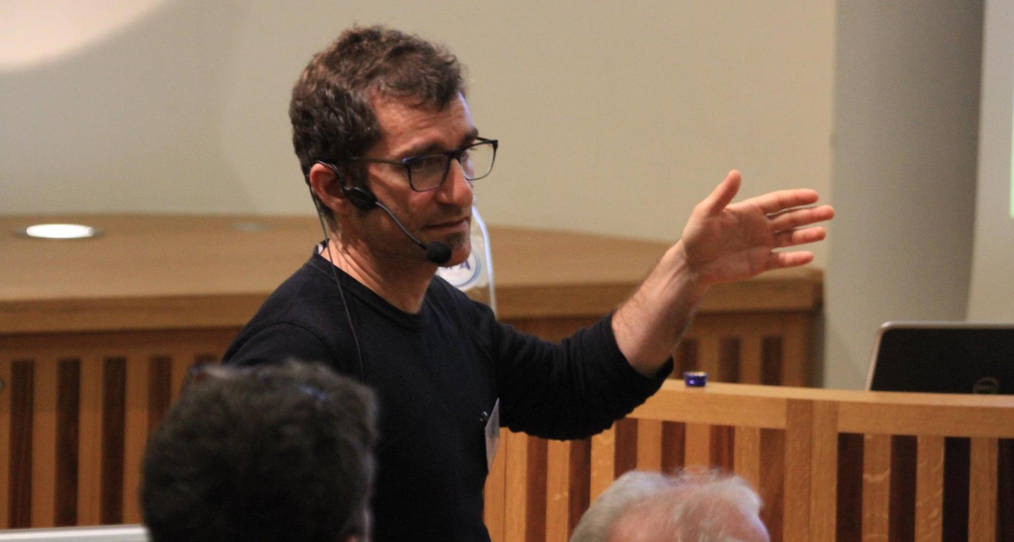 Biel Jordà, interviewed in Canal 4 Radio's science talk show BioBalears